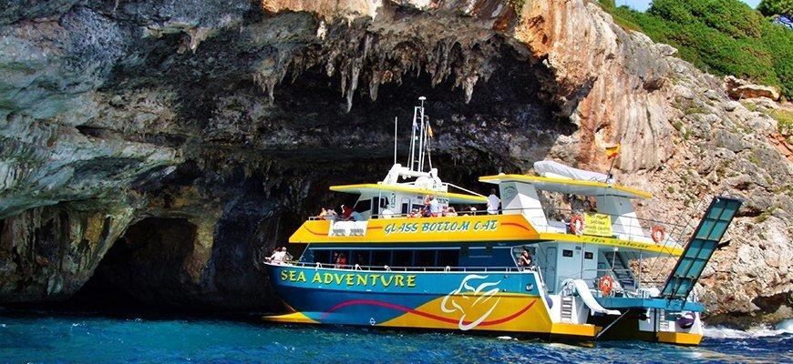 Glas bottom boat Cala Ratjada